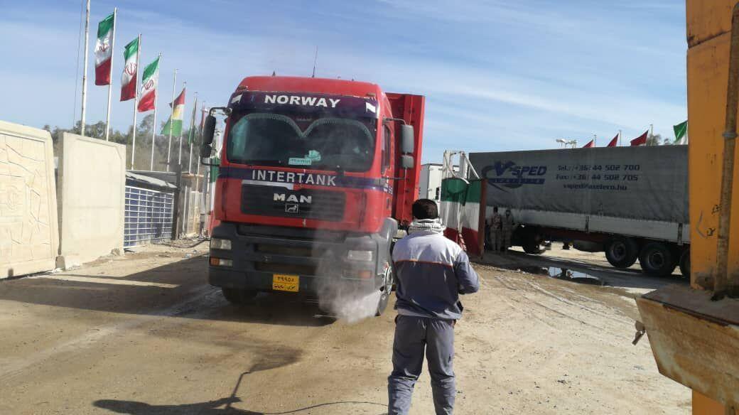 خبرنگاران ورود کامیون های صادراتی به قصرشیرین از جهت کمربندی مجاز است